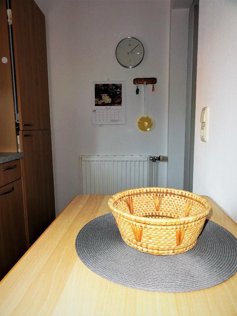 Die Küche Verfügt Neben Einer EBK Mit Ceranfeld, Backofen Und  Geschirrspüler über Alle Gängigen Haushaltsgeräte Wie Mixer, Toaster,  Wasserkocher Etc.
